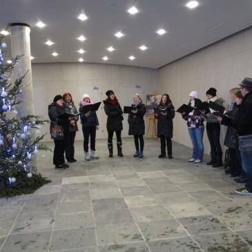 Nastop ŽKZ Vox Annae v Postojnski jami in ogled živih jaslic
